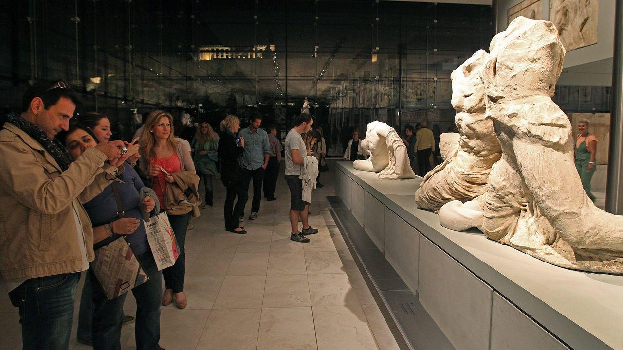 Álvarez de Toledo incendia la campaña cuestionando a Rubalcaba.Varias persoas visitando o museo do Partenón na Acrópole de Atenas, Grecia, durante unha celebración pasada da Noite Europea de Museos