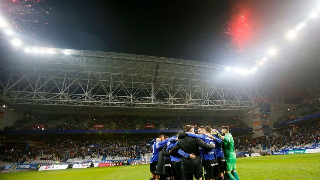 91 aniversario Real Oviedo Girona Carlos Tartiere.Los futbolistas del Real Oviedo celebran la victoria en el 91 aniversario del club