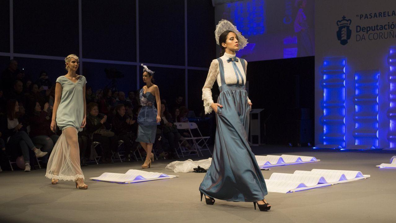 Las imágenes de la inauguración de la Mostra do Encaixe.Una de las creaciones de Ana Cabranes que pasaron por Camariñas