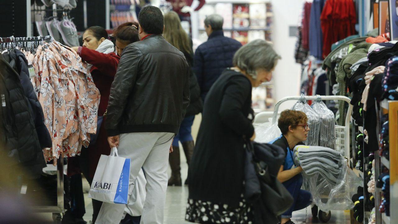 Oficina de empleo.El comercio es uno de los sectores que favorece la bajada del paro en diciembre