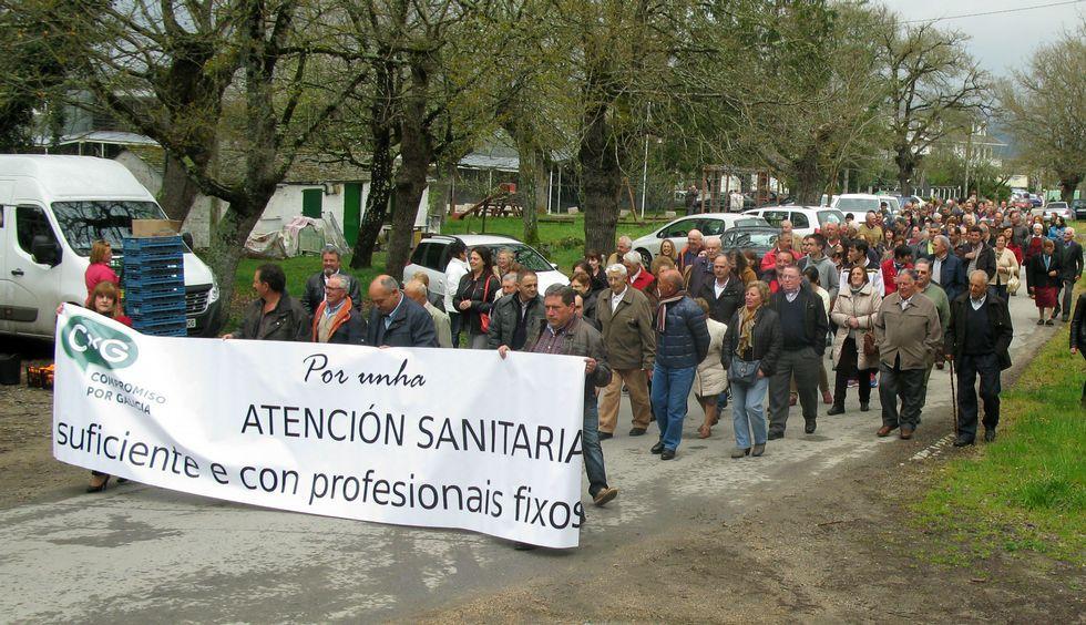 Los manifestantes partieron del centro de salud y recorrieron parte del campo de la feria.