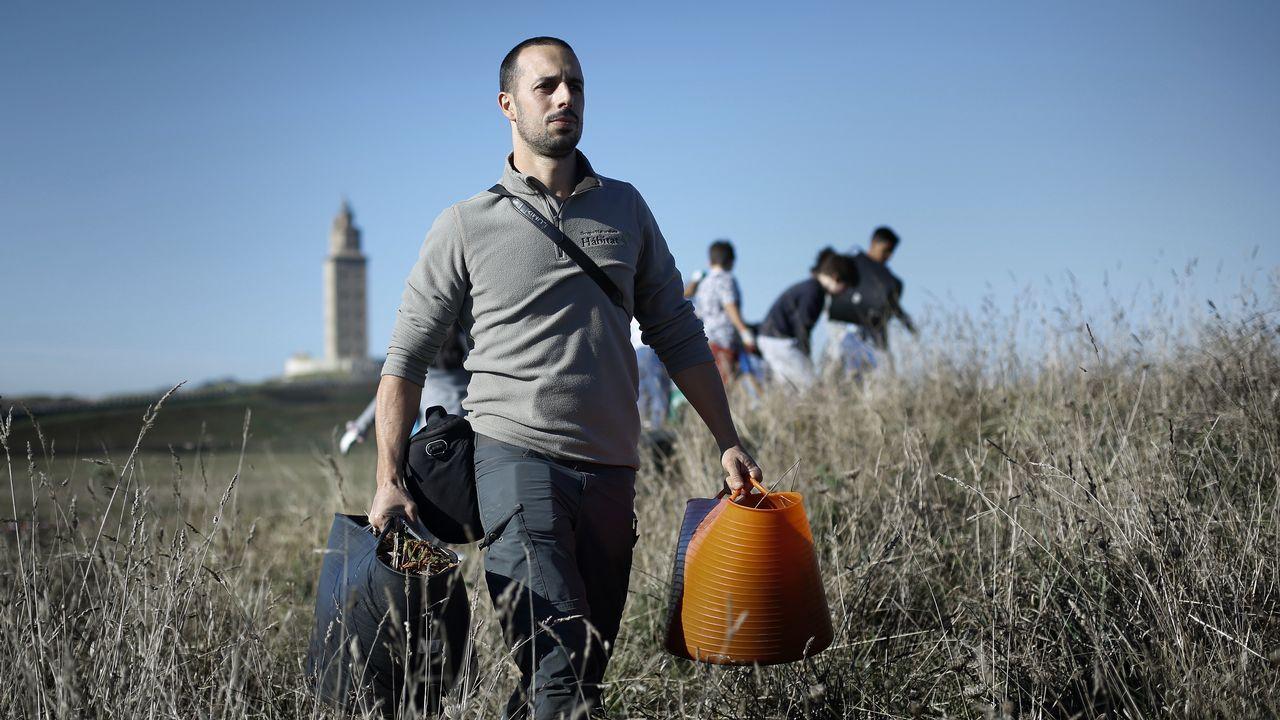 Los trabajadores de Alcoa alzan la voz en la Torre de Hércules