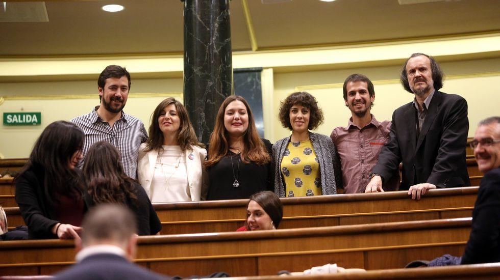 Pablo Iglesias propone un gobieno de coalición junto a PSOE e IU.Comadres de Auxilia, en sillas de ruedas y bien armadas