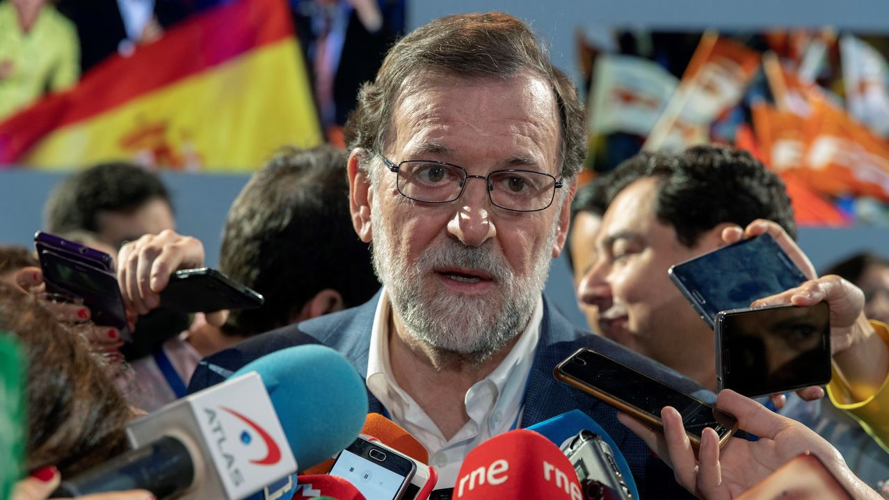 Rajoy: «Manifiesto mi apoyo y el del PP a la presidenta de la Comunidad de Madrid».El presidente nacional de Alianza Popular, Manuel Fraga Iribarne, acompañado de Antonio Hernández Mancha, presidente regional de Andalucía
