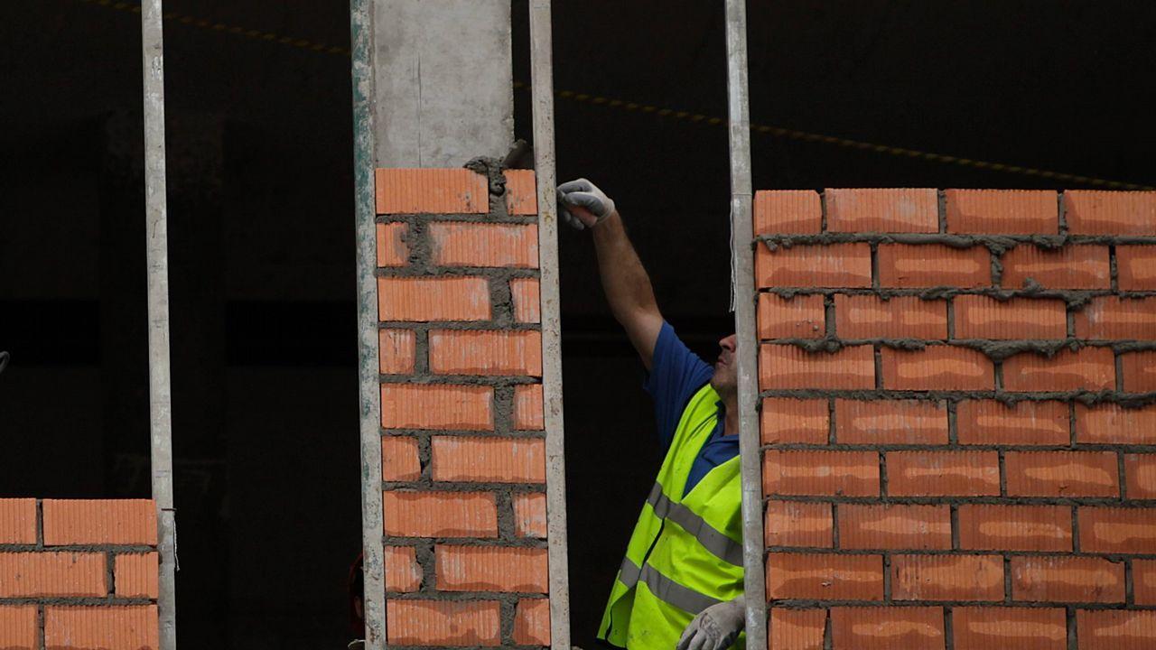 Un trabajador en un andamio
