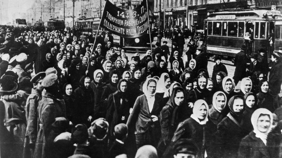 .Manifestación polo Día Internacional da Muller de 1917 en San Petersburgo (entón chamada Petrogrado)