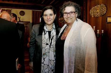.Las docentes María de Lourdes Morales (izquierda) y Milagros Otero, ayer en el rectorado.