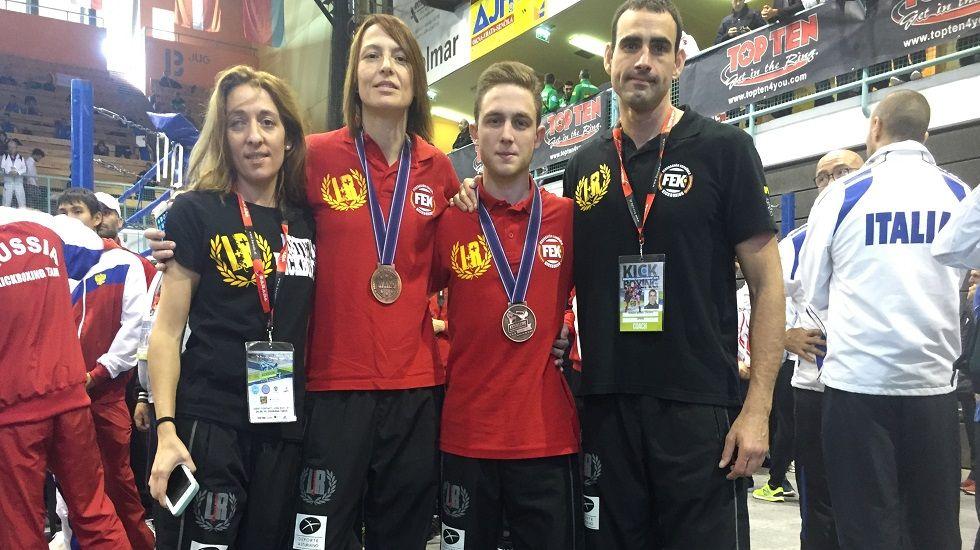 Maite Pagazaurtundúa.Mario Rubio Lorenzana y Vanessa González de la Torre posan con sus medallas de bronce