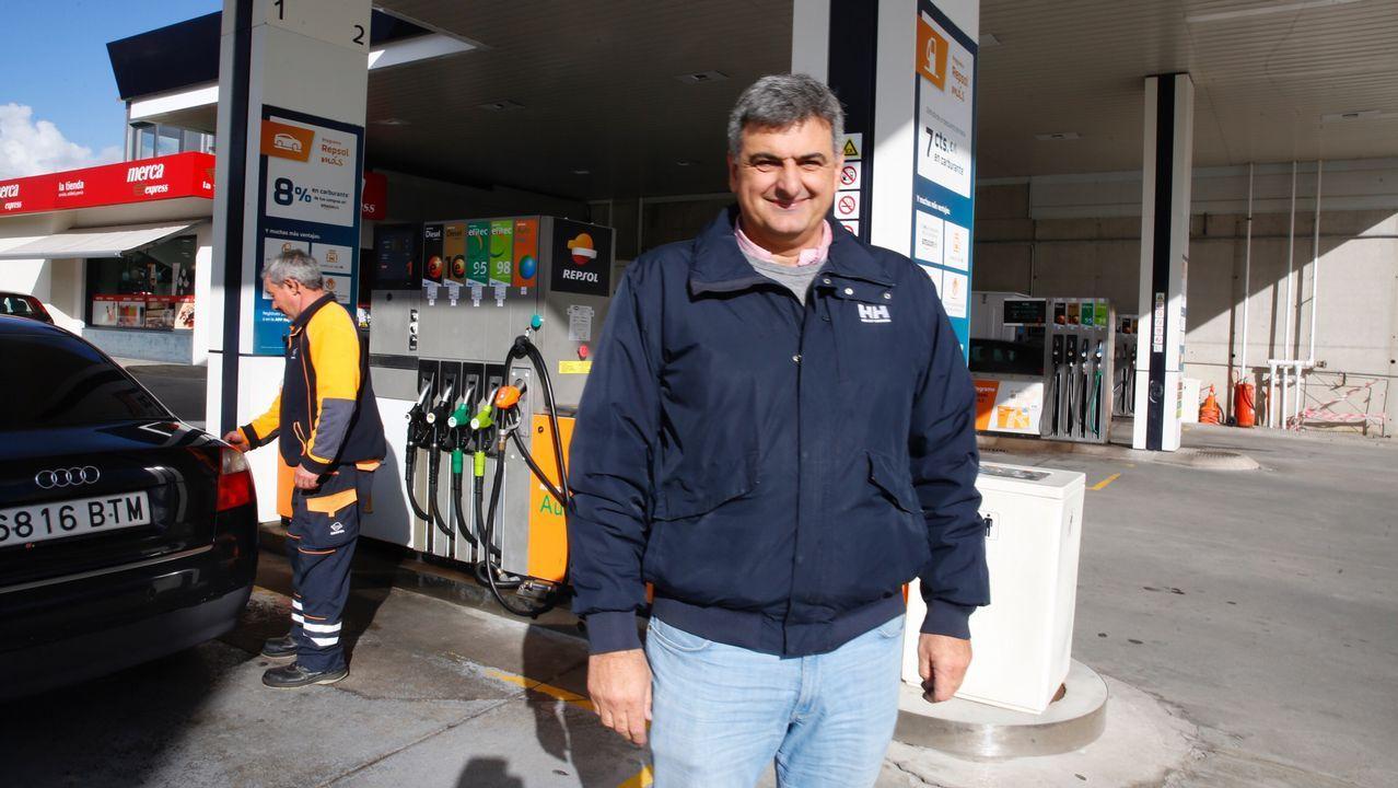 Benigno Redondo es dueño de dos gasolineras, una en Poio y otra en Vilagarcía