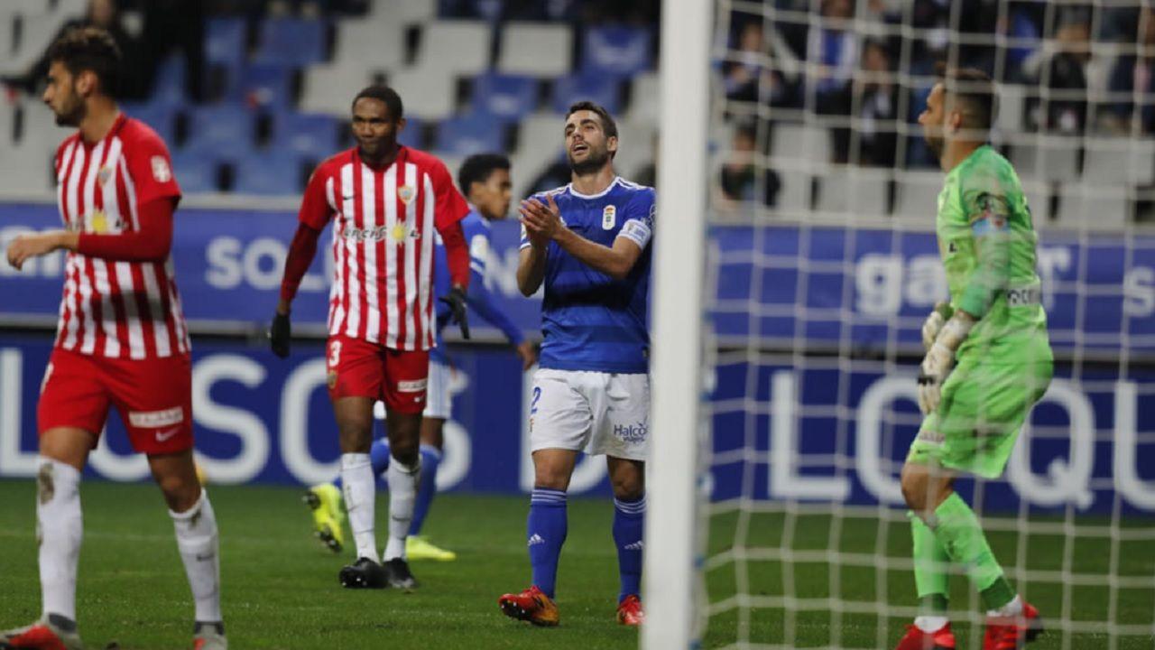 Diegui Johannesson Owona Real Oviedo Almeria Carlos Tartiere.Johannesson se lamenta de una ocasión ante el Almería