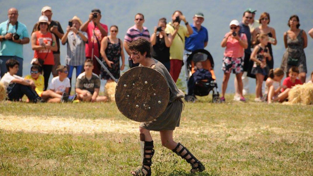 Recreación de la batalla entre astures y romanos en el Festival de Carabanzo