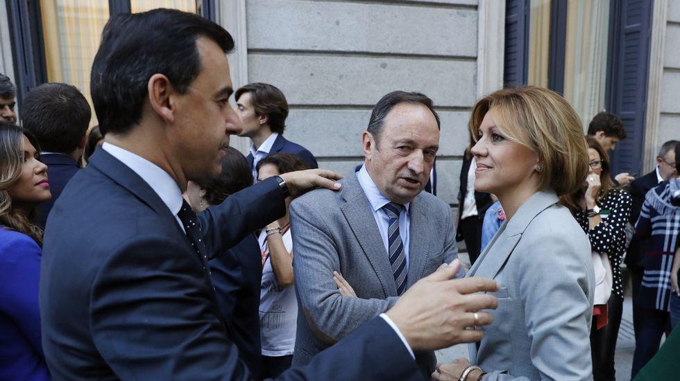 La secretaria general del PP, María Dolores Cospedal conversa con el vicesecretario de Organización y Electoral del PP, Fernando Martínez-Maillo y el presidente del PP en La Rioja, Pedro María Sanz