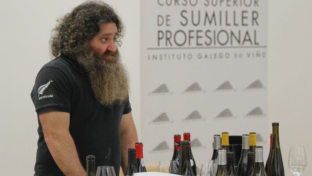 Ferrol, capital del vino.Cata con el director técnico de la D. O. de Rioja Pablo Franco en Fevino, en la imagen el enólogo Xosé Lois Sebio