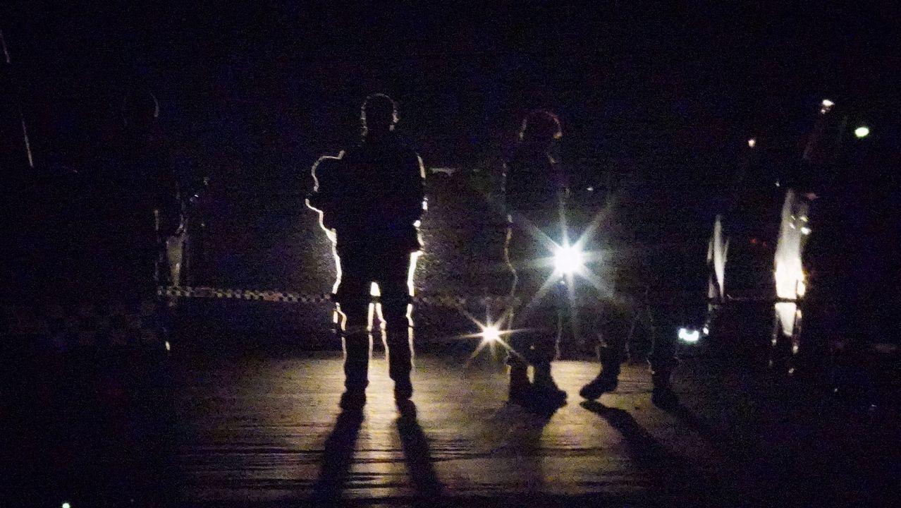 .Los servicios policiales y forenses asisten a la escena de un tiroteo en West Pennant Hills en Sydney, Australia
