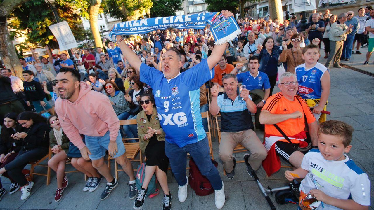 Lores celebrando la victoria del BNG en Pontevedra