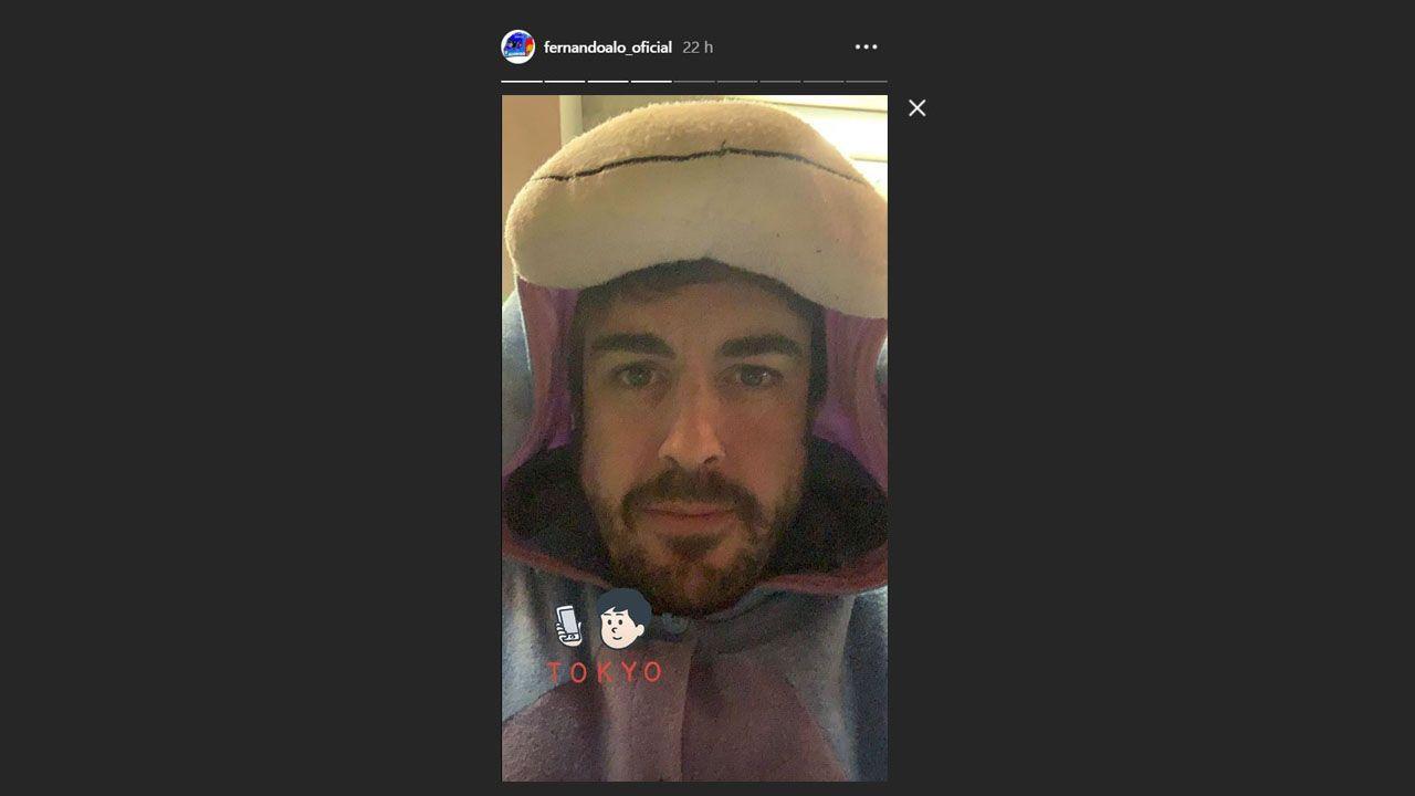 Fernando Alonso disfrazado para ir a los karts