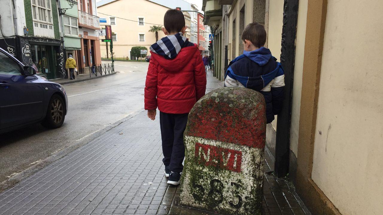 Punto kilométrico 583 de la N-VI en la rúa Valdoncel, de Betanzos