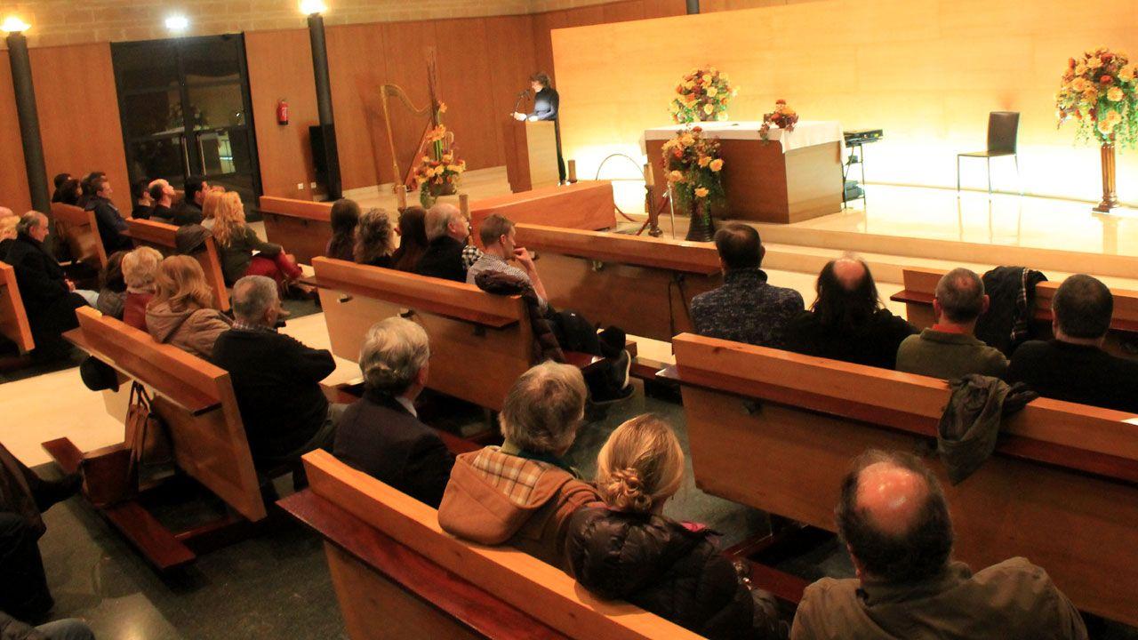 Un momento de la intervención de Rosa Mieres en el acto de despedida a Alejandro Mieres celebrado en el tanatorio de Gijón