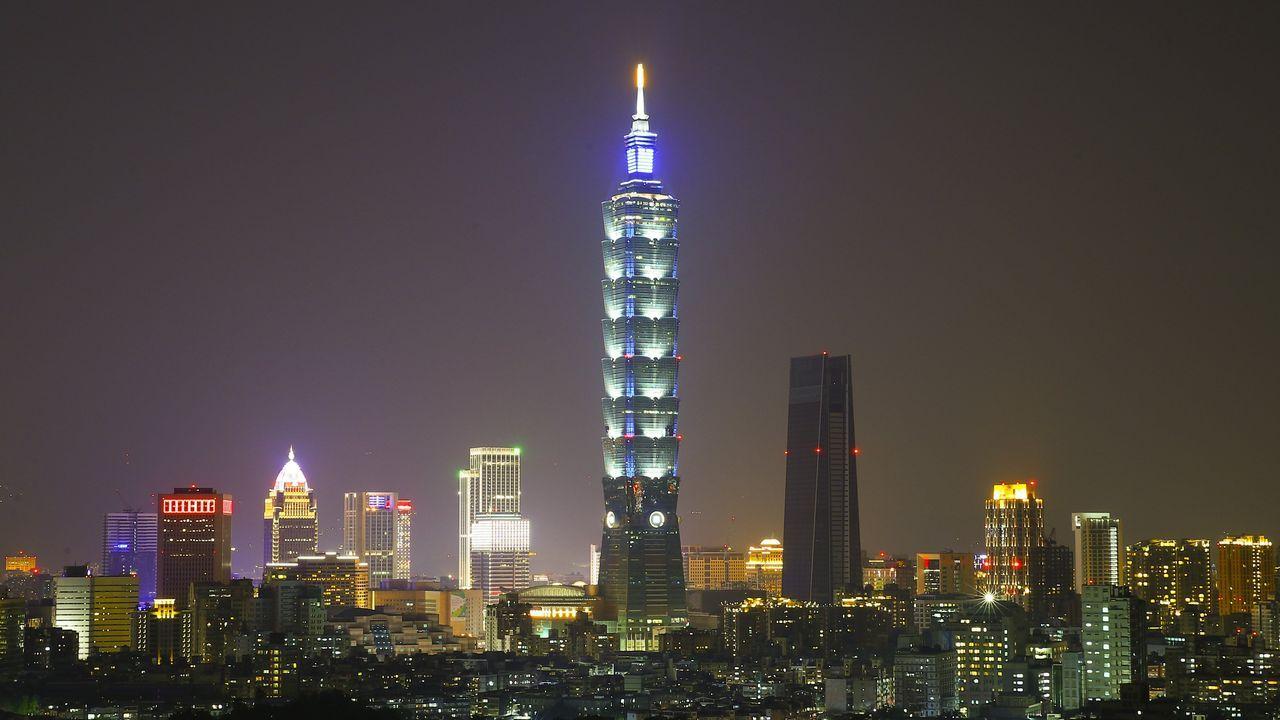 Vista del rascacielos Taipei 101 antes del apagado, en Taiwán