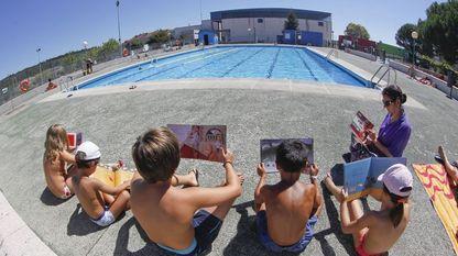 O verán é unha excelente oportunidade para ler aquilo que o inverno non nos deixa por termos menos tempo