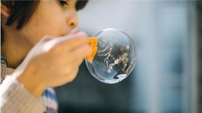 pie: Sobreproteger a los hijos resguardándolos en una burbuja no es educar
