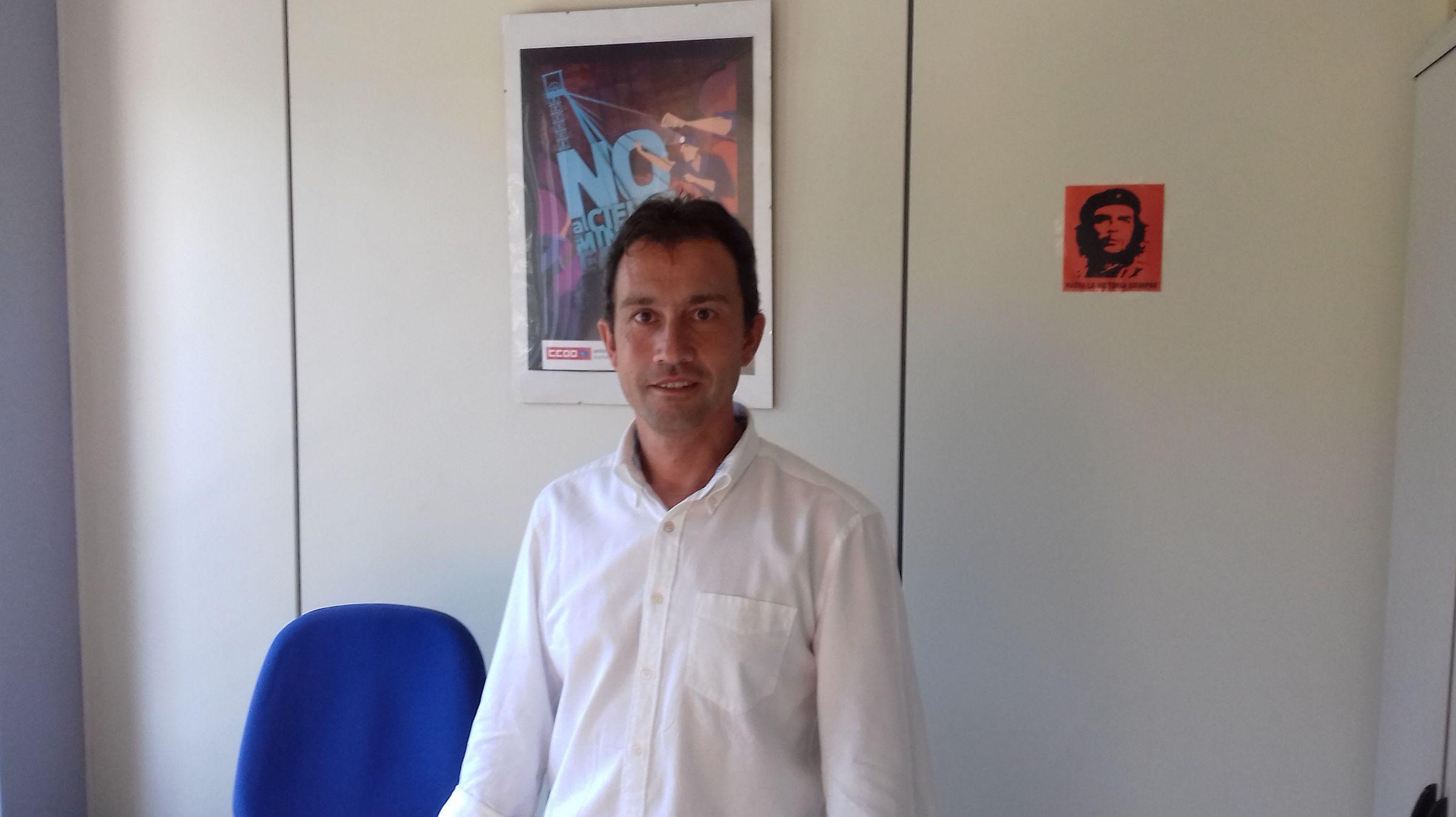 Manuel González Orviz, coordinador general de IU Asturias, Cayo Lara, y el alcalde de Grado, José Luis Trabanco.El diputado de IU Ovidio Zapico en su despacho en la Junta General.