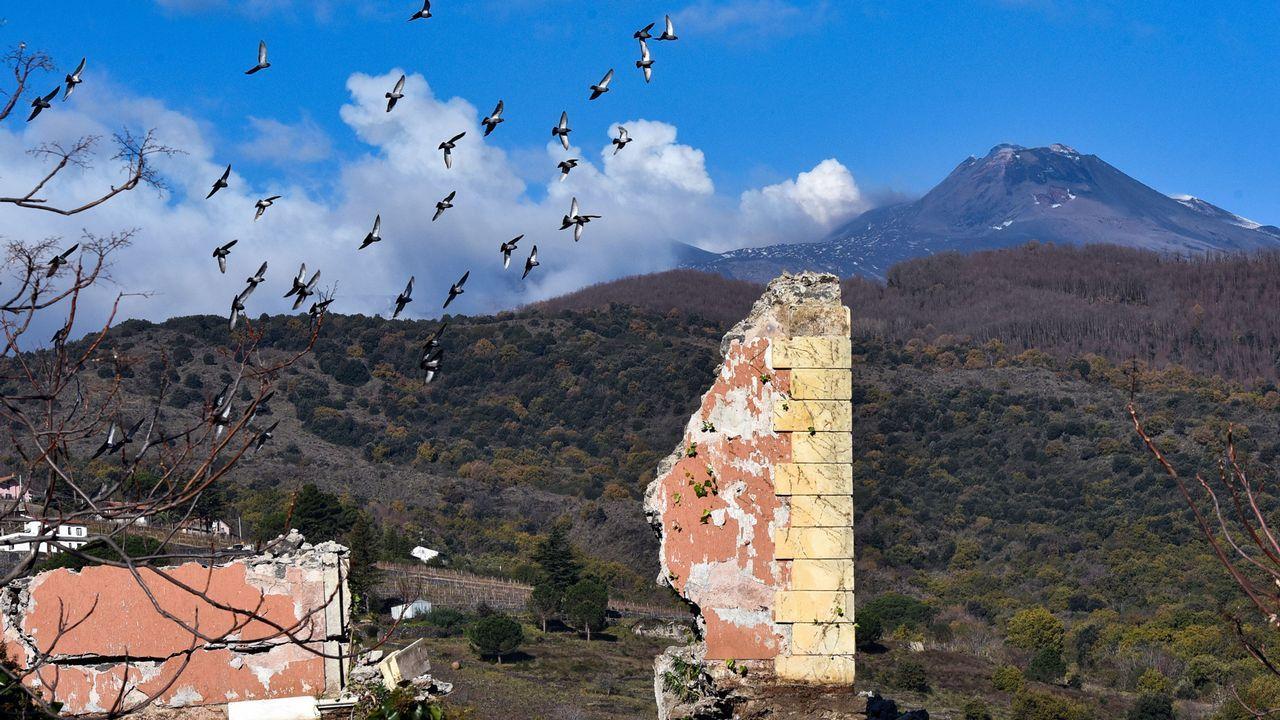 El volcán que despertó los fantasmas del pasado.Un avión de Volotea