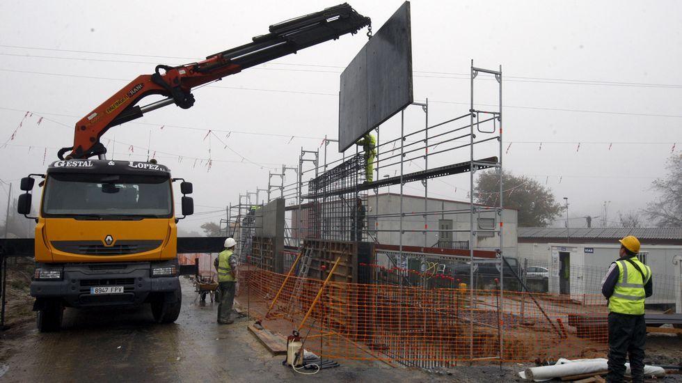 Quiroga presume de aceite.Obras del puente de la futura autovía A-56 sobre la carretera A Barrela-Esmoriz
