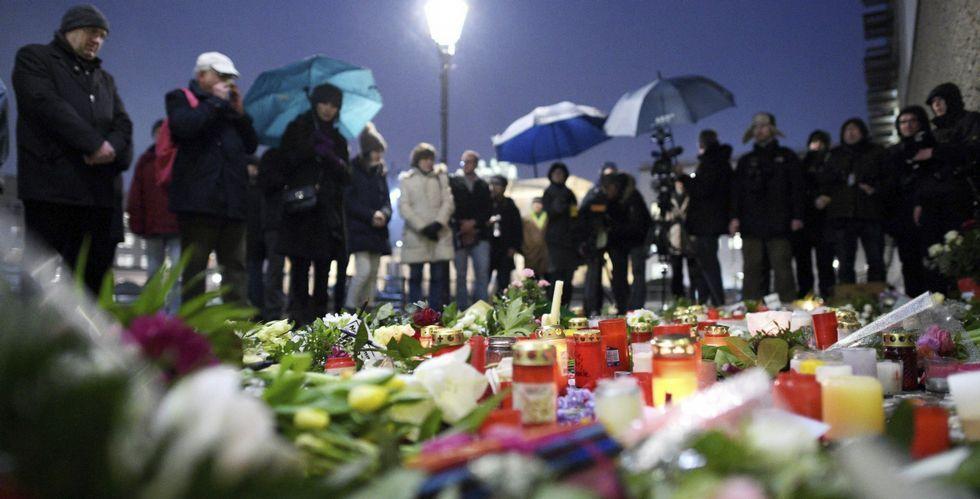 Interior destaca el paralelismo con los terroristas de «Charlie Hebdo».En Berlín, como noutras moitas capitais europeas, os cidadáns participaron en homenaxes aos asasinados en París