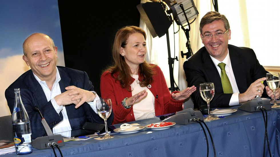 La Conferencia política del PP, en streaming.Marín, a la derecha de la imagen, junto a Wert y Gomendio.