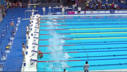 El nadador que guardó el minuto de silencio después de que se lo negasen