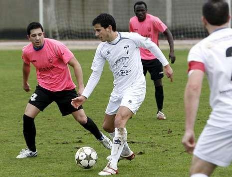 El delantero de O Saviñao marcó uno de los goles de la victoria ante el Soneira.