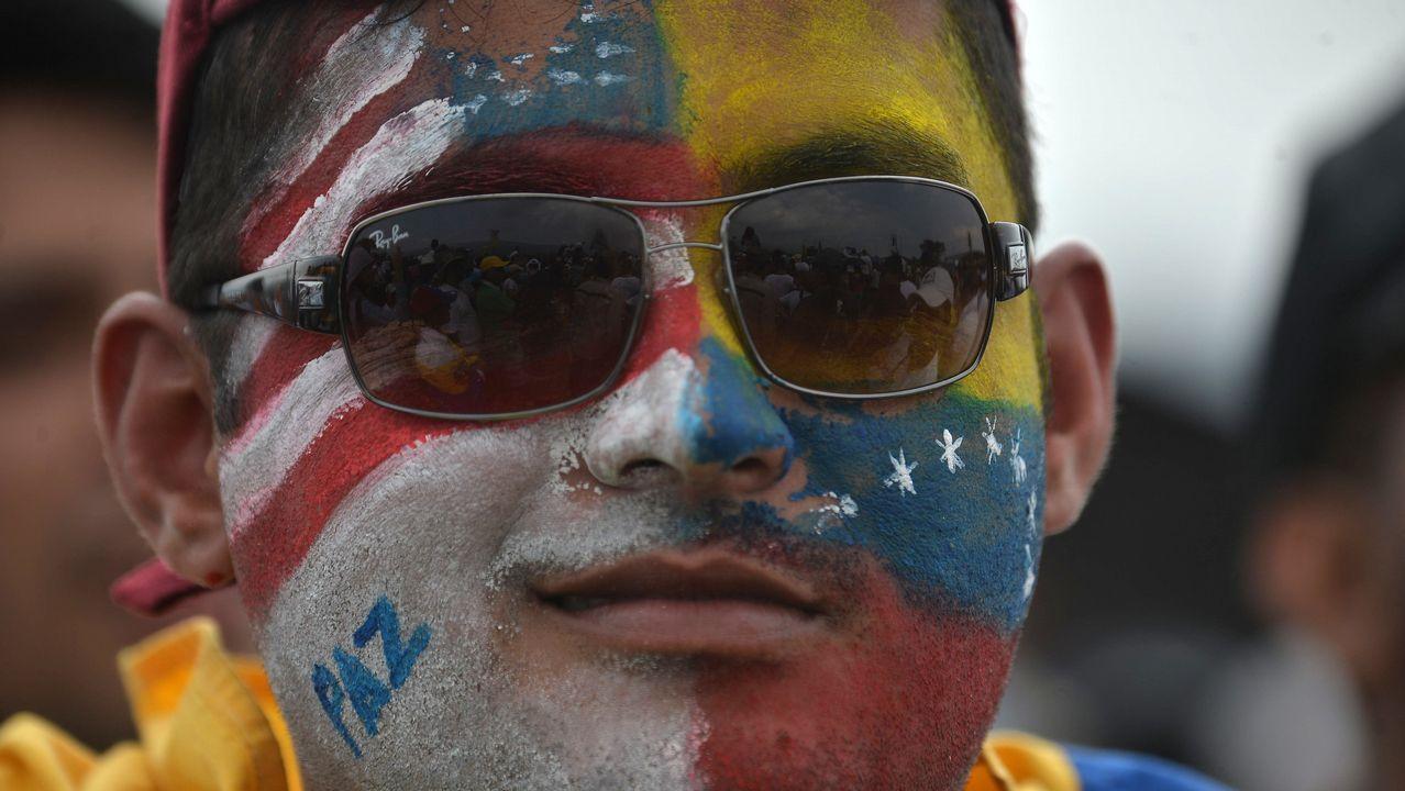Un asistente al concierto apoyado por las fuerzas opositoras en Cúcuta
