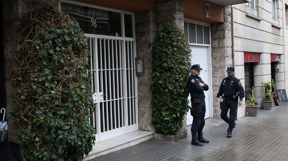 Nuevos registros policiales en viviendas y despachos del clan Pujol.Jordi Pujol y su mujer, Marta Ferrusola, tras declarar en la Audiencia Nacional en febrero del 2016