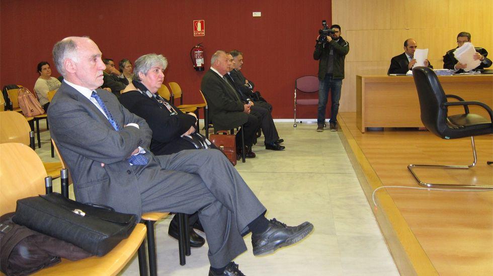 Regasificadora de Gijón.Alemany y Gallego, en primer plano, ante el tribunal
