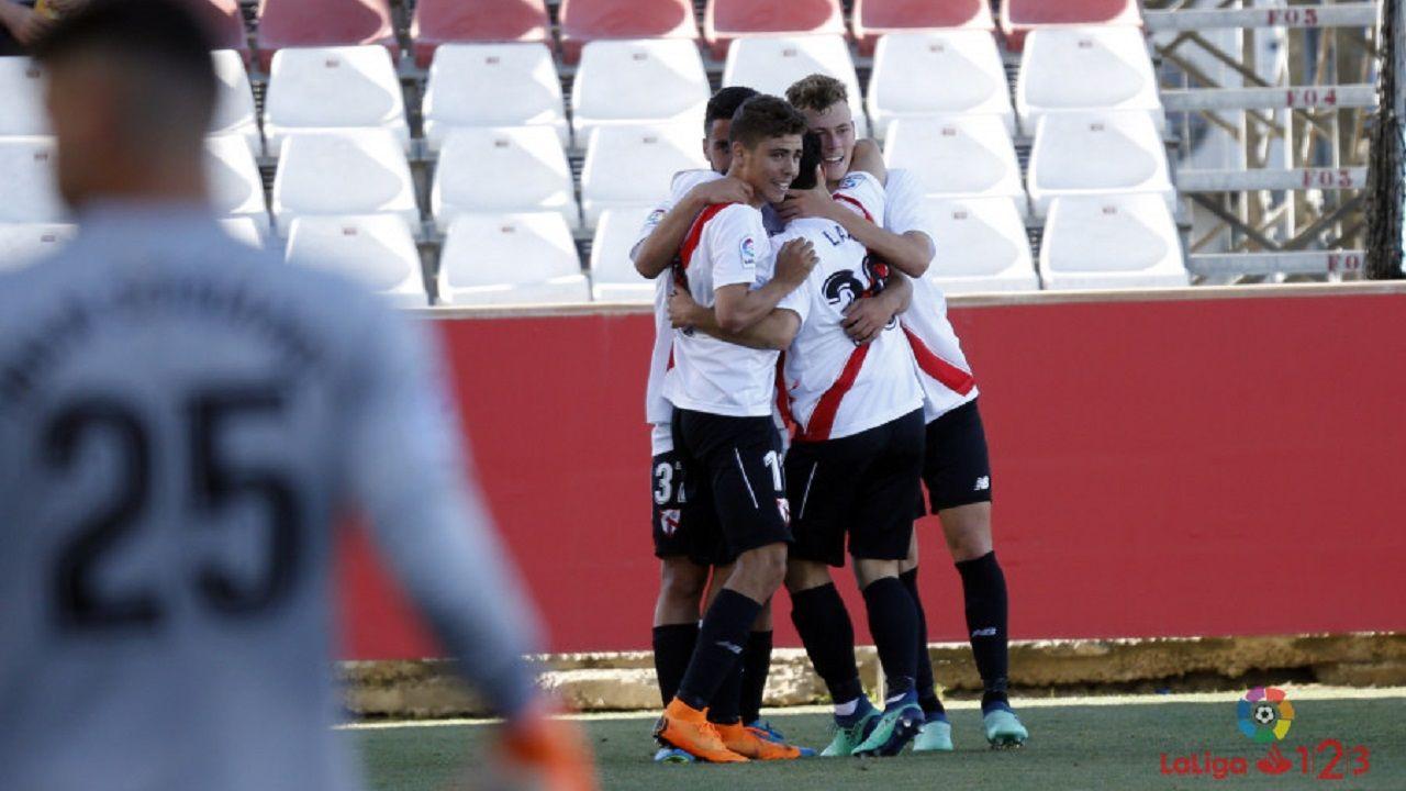 Real Oviedo Sevilla Atletico.Alejandro Pozo y sus compañeros celebran el gol al Nàstic
