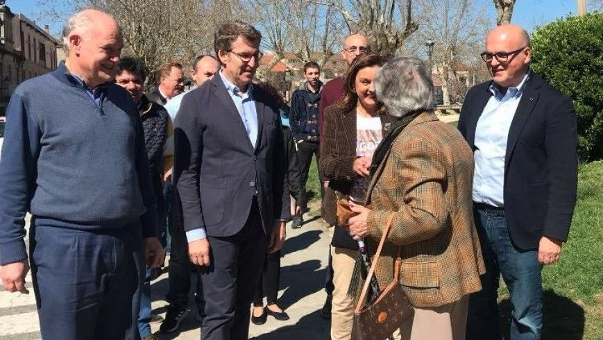 Feijoo, en un encuentro con afiliados en Allariz.Ni Iglesias ni Errejón acuden a la reunión del consejo ciudadano de Podemos