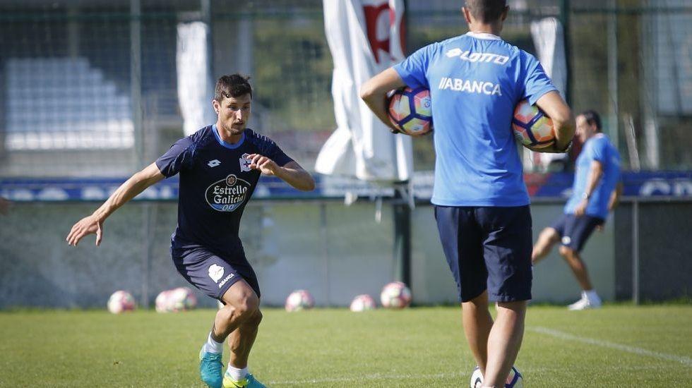 El Alavés-Deportivo de Copa, en fotos.Borja Valle en un entrenamiento con el Deportivo