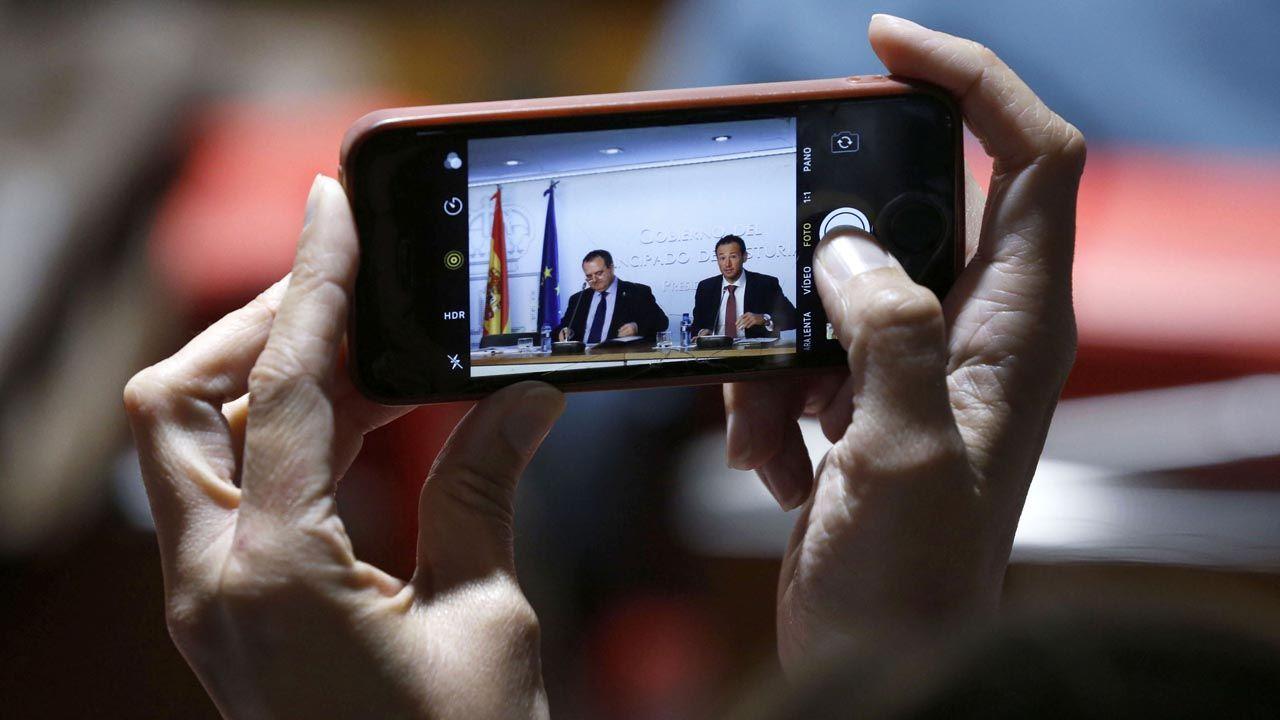 Los consejeros Isaac Pola y Guillermo Martínez, durante la rueda de prensa del Consejo de Gobierno