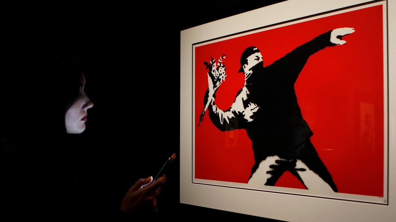 Banksy visita España.Medalla que se entrega aos ganadores do premio Nobel