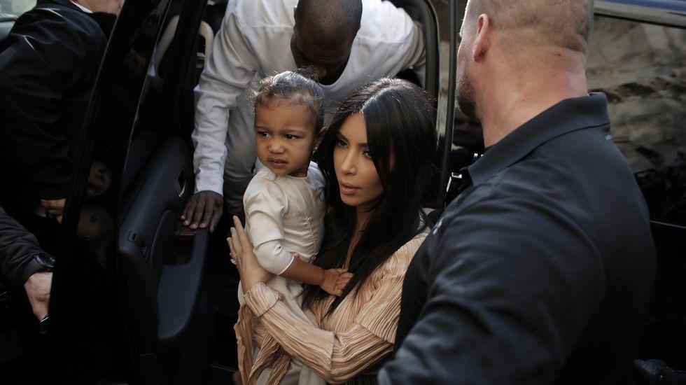 Kim Kardashian bautiza a su hija en Jerusalén.Suzanna Brau sostiene entre sus manos las fotos de ella y su hermana Agi, que sobrevivieron a tres campos de concentración.
