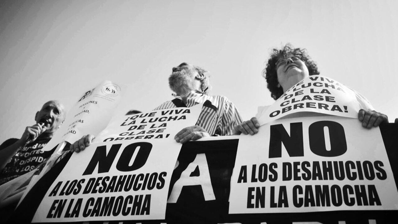 Enfermera escolar.Manifestación de los vecinos de La Camocha (Gijón) contra los desahucios
