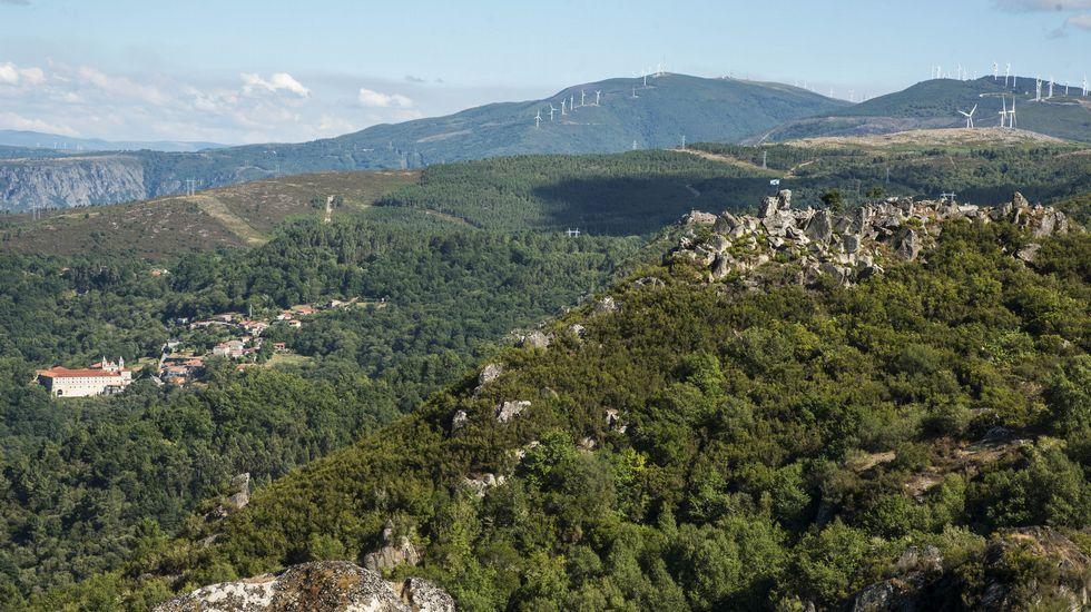 Ruta de senderismo de Moura (Nogueira de Ramuín). El Parador de Santo Estevo y el castro Moura,  desde el mirador de Pedra Longa