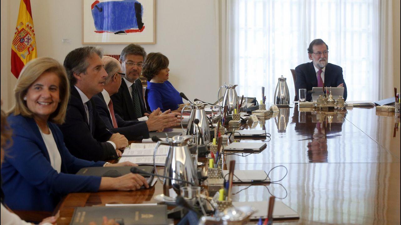 La Mesa del Parlamento catalán, dominada por los independentistas, decidió este martes continuar con la reforma legislativa que permitiría una investidura sin que el candidato esté presente