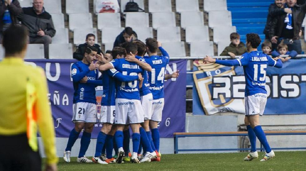 .Arriba: Saúl Berjón (Real Oviedo) y Achillé Emaná (Nástic) Abajo: Borja Valle (Elche), Borja Fernández y Javi Álamo (Almería)