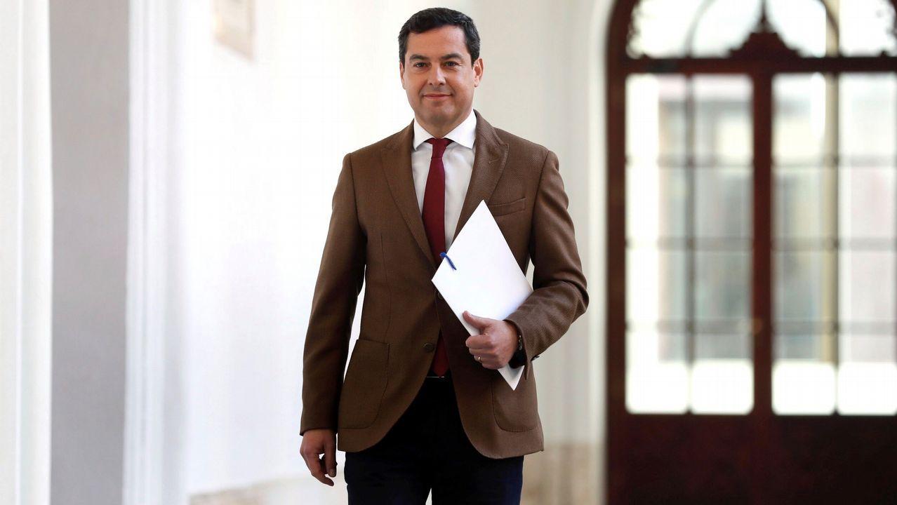 El presidente de la Junta de Andalucía, Juanma Moreno, a su llegada a la rueda de prensa en la que ha anunciado la composición de su Gobierno
