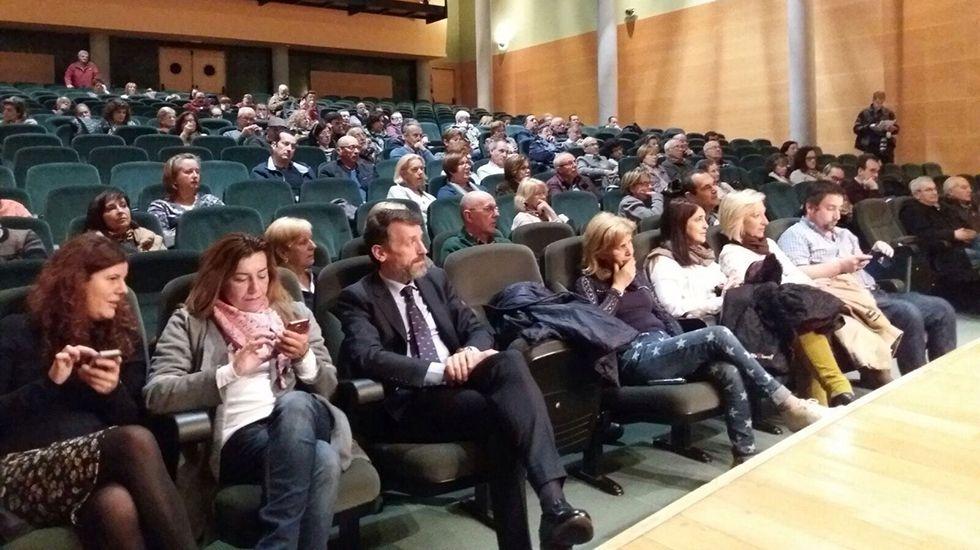 Ramón Argüelles, Gaspar Llamazares y parte de la dirección de IU.Reunión de la plataforma de afectados del ERA