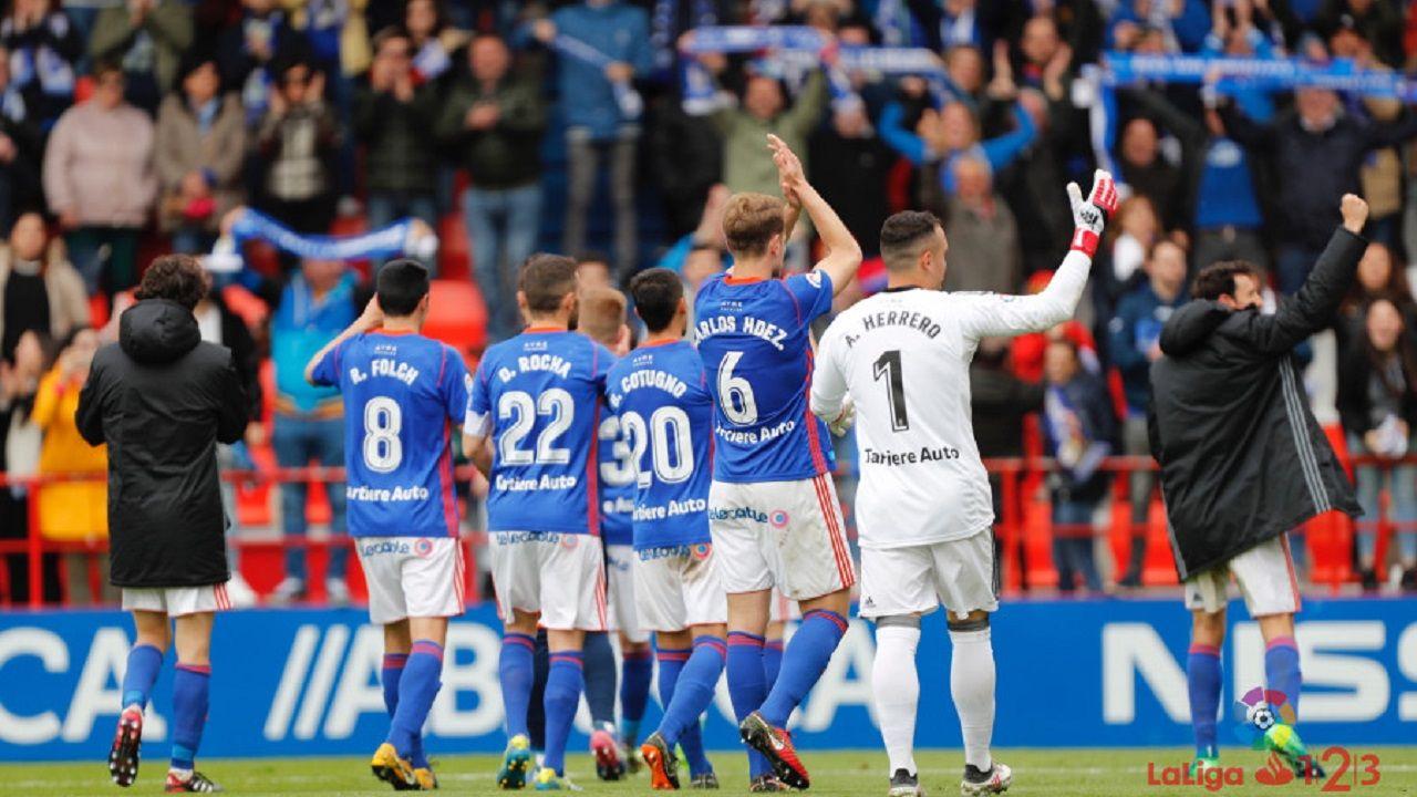 Los jugadores del Real Oviedo celebran la victoria en Lugo
