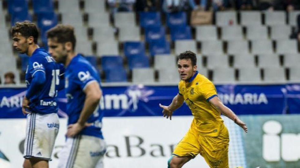 Torró y Verdés se lamentan tras el gol del Alcorcón