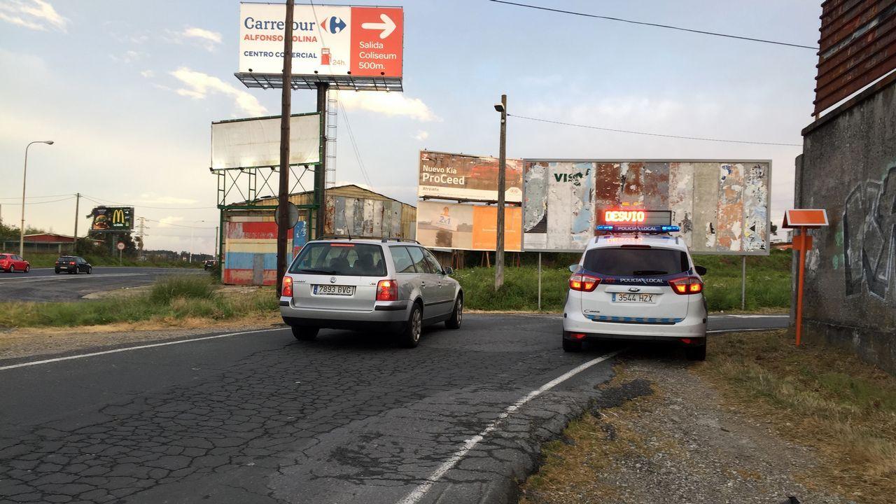 Marcas de frenazos en carreras ilegales en el polígono de Vío en el 2016